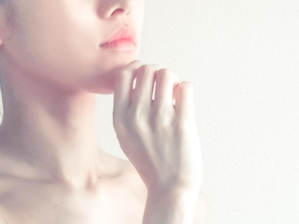 秋肌のケアの強い味方は美容液!選び方の3つのポイント